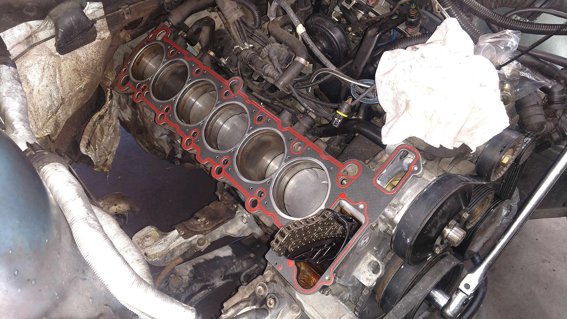 One last shot of the new head gasket in place ready for the head install!